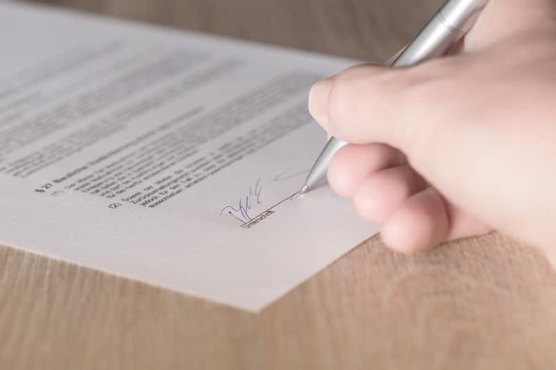Was steht in einem Immobilienkaufvertrag?